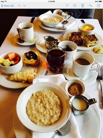The Inn at Honey Run: complimentary breakfast