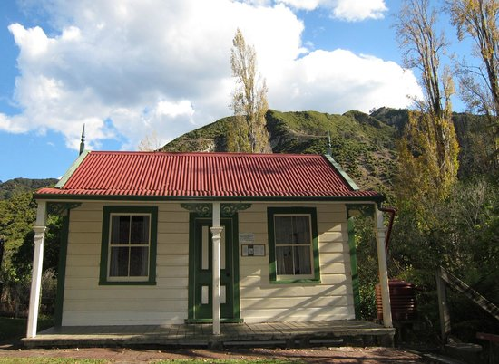 Whanganui River: The Miller's Cottage
