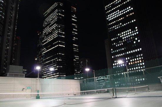 Hilton Tokyo : Tennis Among Skyscrapers!