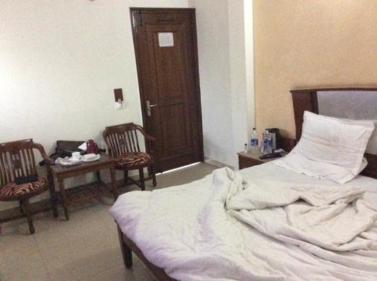 Yuvraj Deluxe Hotel : my room after a good nights sleep.