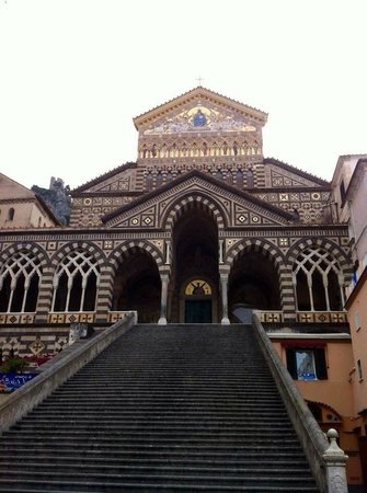 how to travel from ferry from naples to amalfi