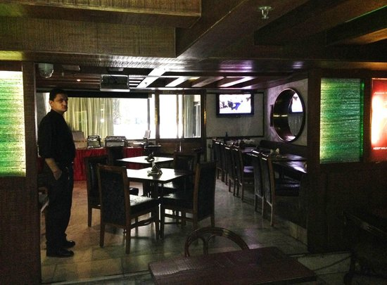 Hotel Alka Classic: Dark, Dreary Dining Room