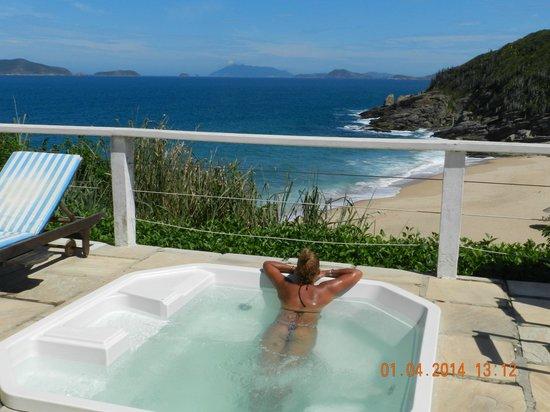 Apa Pau Brasil Hotel : Pileta con excelente vista al mar