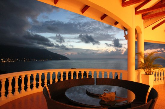 Petit Amour Villa : View from the upper terrace after sunset