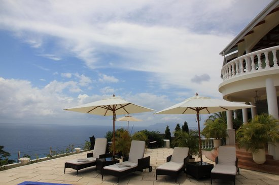 Petit Amour Villa : Beautiful views from the pool