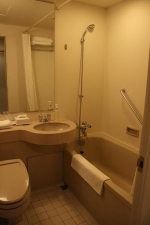 ANA Crowne Plaza Kobe: Bathroom