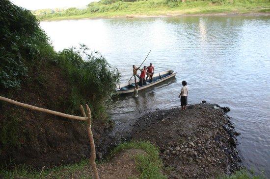 Sigatoka River Safari: Nabalebale village children playing in the river