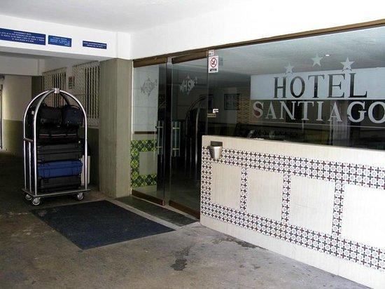 Hotel Santiago: Entrada por el estacionamiento