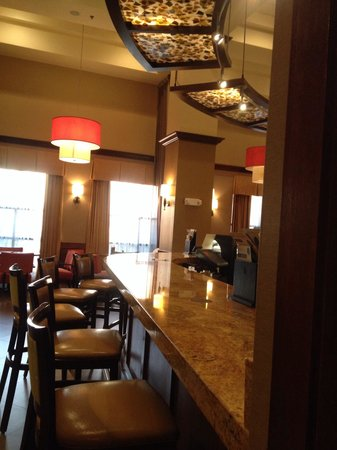 Hyatt Place Richmond/Chester: Other side of the front desk