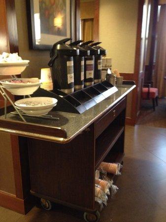 Hyatt Place Richmond/Chester: Coffee/tea area