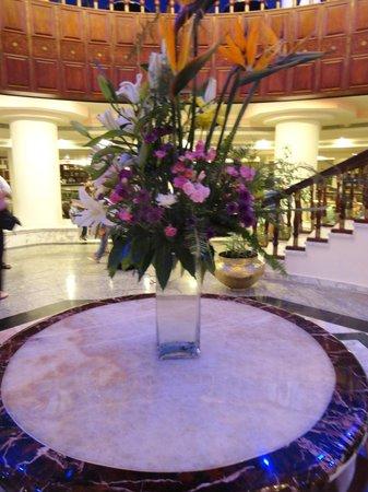 Golden 5 Emerald Resort: Холл