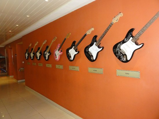 Hard Rock Hotel Bali : по коридору до номера...