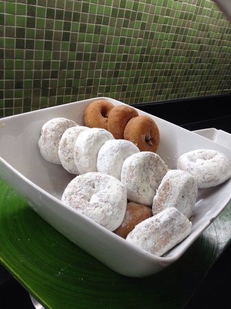 Hyatt Place Richmond/Chester : Donuts :)