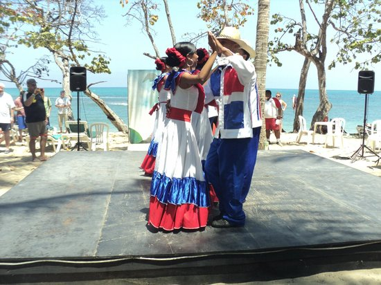 ClubHotel Riu Bachata : So many talents! Beautiful show on the BBQ day.