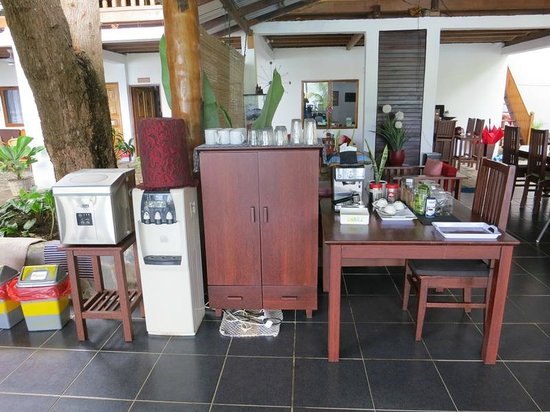 NAD-Lembeh Resort: Icew machine, water (hot and cold) and expresso machine
