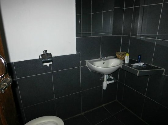 NAD-Lembeh Resort: Bathroom and toilet