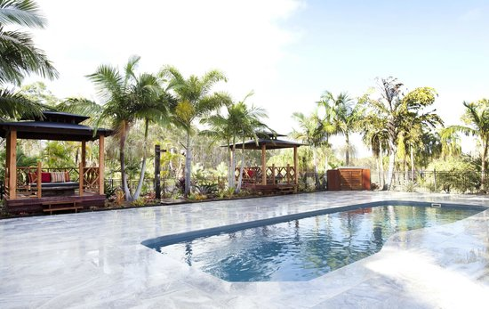 1770 Getaway: Unwind around the pool (wifi also available around pool area)