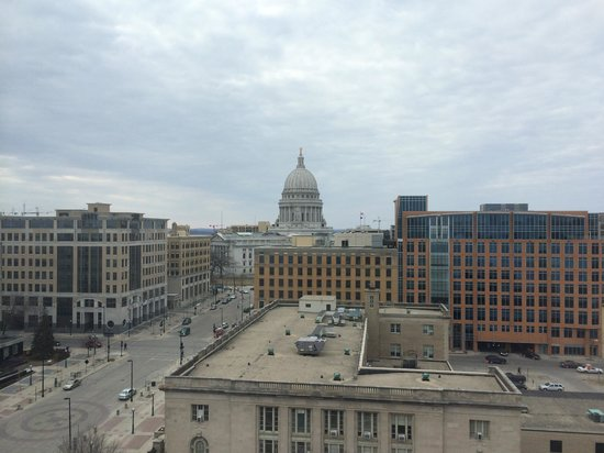 Hilton Madison Monona Terrace: View of the capitol