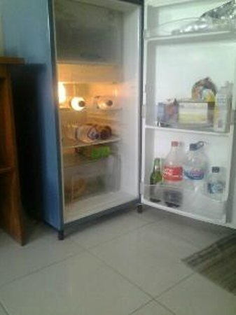 Secret Garden Inn: Nice large hotel fridges mean plenty of space which are great for longer stay guests