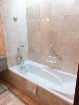 Century Park Hotel: バスルーム