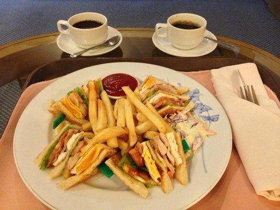 Hotel Windsor Suites & Convention Bangkok : Room Service!