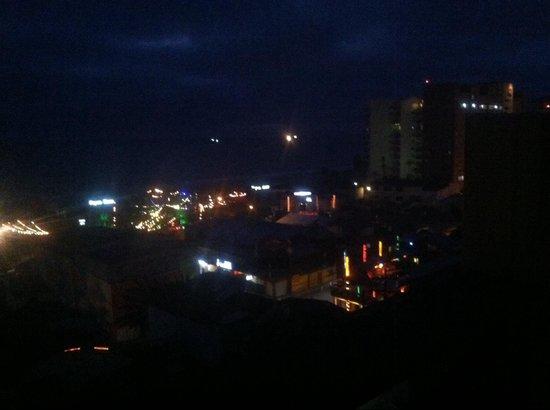 Festival Plaza Hotel: Night life