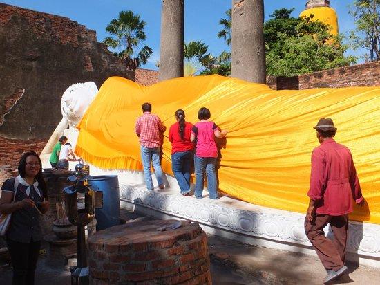 Wat Yai Chai Mang Khon : 涅槃仏