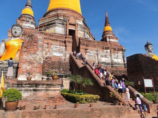Wat Yai Chai Mang Khon : 仏塔