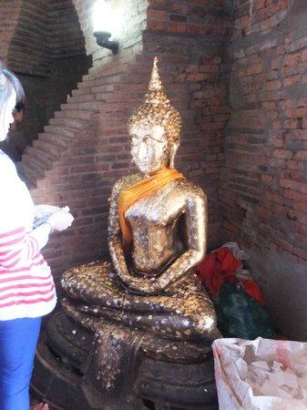Wat Yai Chai Mang Khon : 仏塔内の仏像