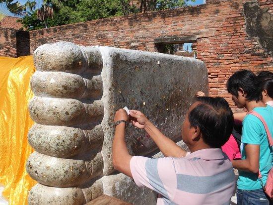 Wat Yai Chai Mang Khon : 涅槃像の足裏