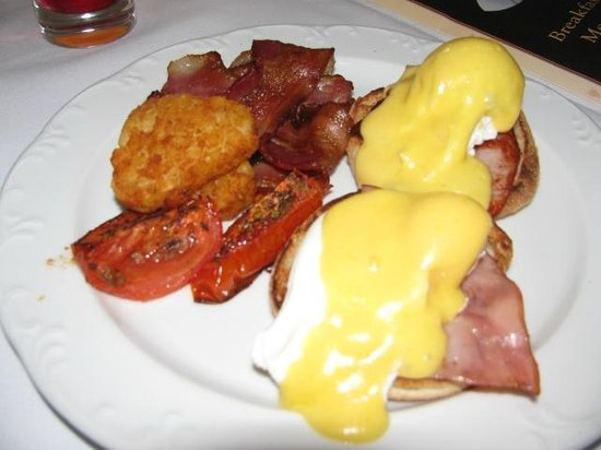 Sir Stamford at Circular Quay Hotel Sydney: Eggs Benedict for Breakfast ($20) from Room Service - Very nice