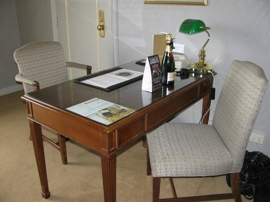 Sir Stamford at Circular Quay Hotel Sydney: Executive Desk - First Stay Room