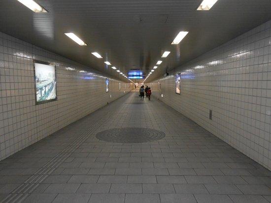 Hotel Granvia Hiroshima: Underground passage way under the station