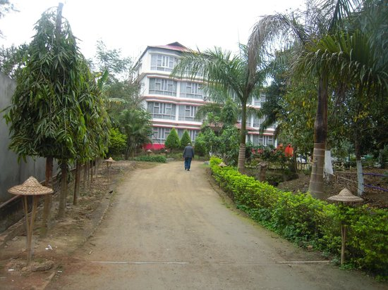 Prayag Emerald: Approach to the main dwelling units