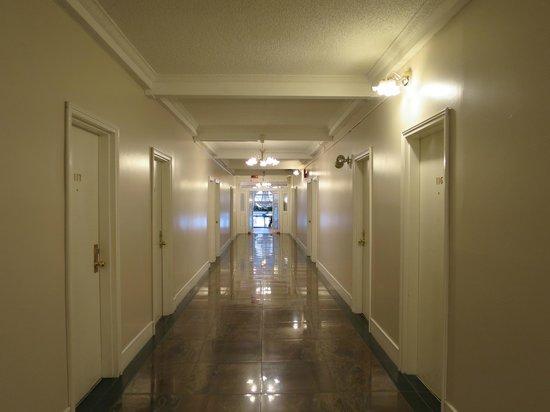 Barclay Hotel: 廊下