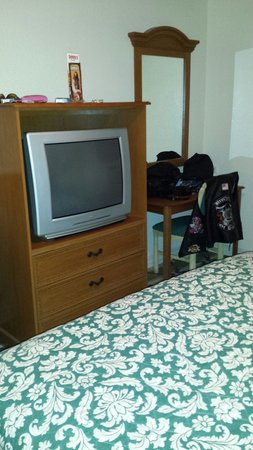 Stagecoach Hotel and Casino: Old outdated box tv