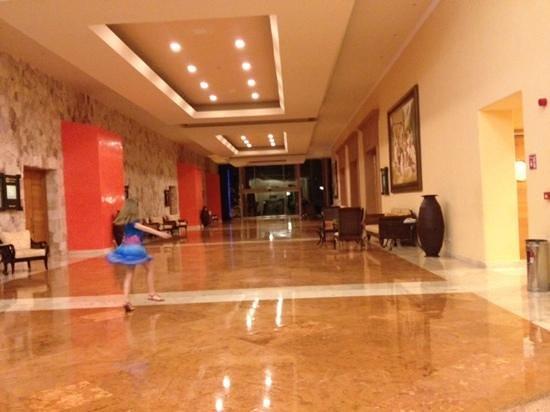 Barcelo Maya Colonial: main lobby and premium area