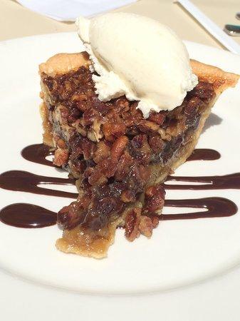 The Q Restaurant & Bar: Chocolate pecan pie