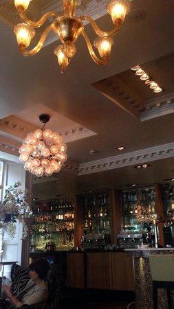 Le Monde Restaurant: Bar area
