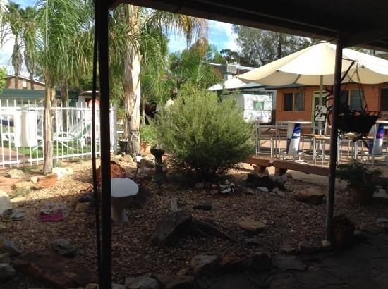 Alice Lodge Backpackers : endroit central de l'auberge