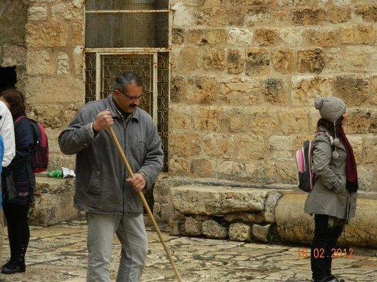 Église du Saint-Sépulcre (Jérusalem) : хранитель ключей храма