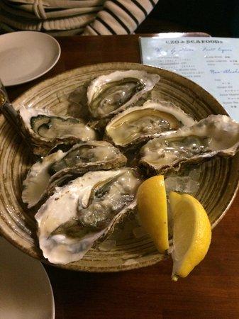 Ezo Seafoods Oyster Bar: オイスター半ダース
