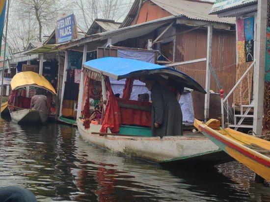 Hotel JH Bazaz (Happy Cottage): Floating Market