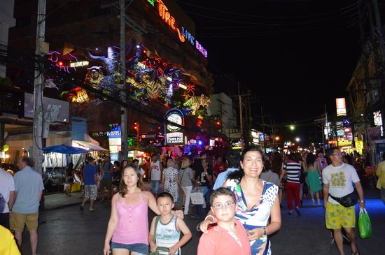 Bangla Road : by night