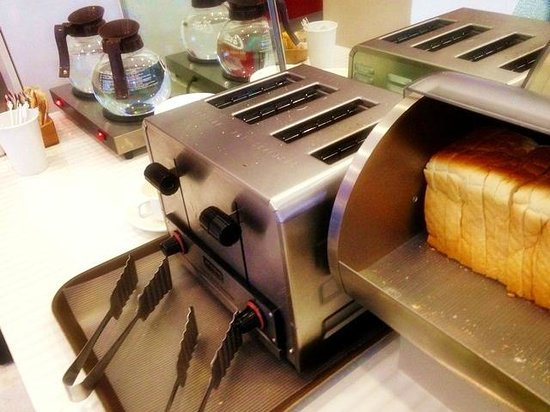 Amaris Hotel : Breakfasts - bread with toaster for self service
