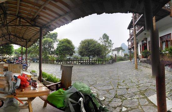 Yangshuo Phoenix Pagoda Fonglou Retreat : Pano from outside tables and bike shelter