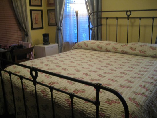 A Sentimental Journey Bed and Breakfast: Bedroom