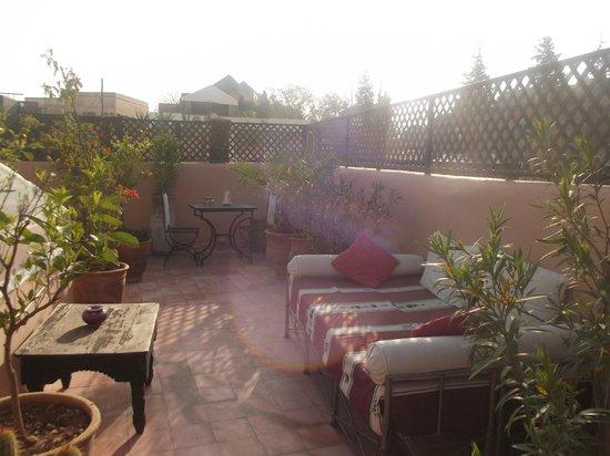 Riad Helen: coin détente sur la terrasse