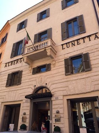 Hotel Lunetta: front of hotel