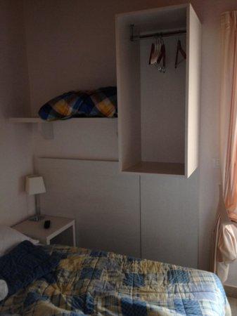 Mastrarua Hotel : Armadio..